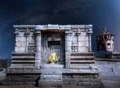 Meditation at night in Hampi — Stock Photo