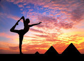 Yoga near Egyptian Pyramids — Photo