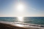 Brzeg morza w południe — Zdjęcie stockowe