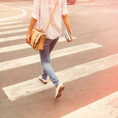 Young woman walking in the city — Stock Photo