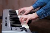 Hands of the musician on the keyboard synthesizer closeup — Stock Photo