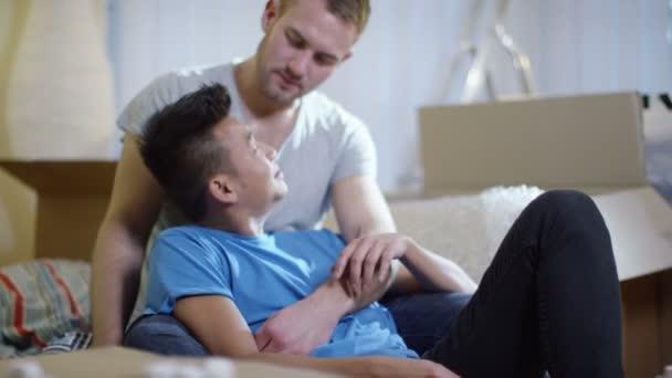 дом геев видео