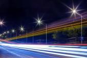 Sentiers de lumière dans la nuit — Photo