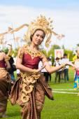 Thai dancers dancing — Photo
