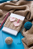 One old notebook in knitted cover with felt hearts lie next to t — 图库照片
