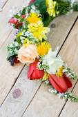 Bouquet of colorful spring flowers lying on the unpainted wooden — Fotografia Stock