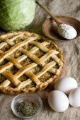 Traditional rustic vegetarian pie with cabbage and onions — Stock Photo