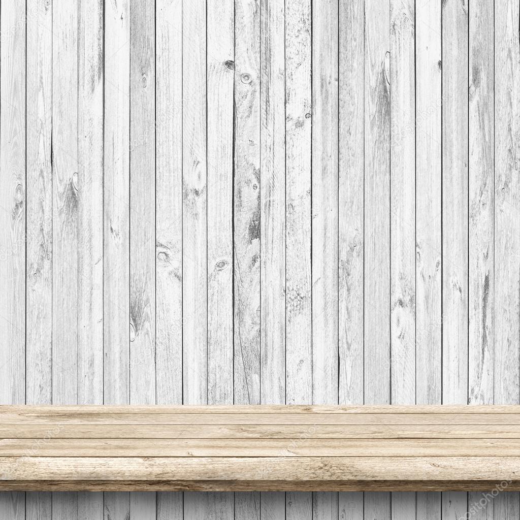 나무 테이블과 흰색 나무 벽 — 스톡 사진 #63527355