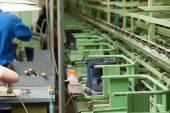 производство синий демисезонные сапоги — Стоковое фото