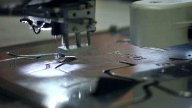 Produkcja obuwia. Zobacz materiał do szycia — Wideo stockowe