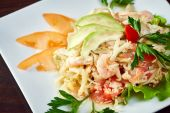 Mouthwatering salad of shrimp and vegetables — Stock Photo