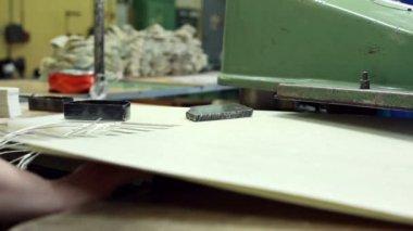 Worker cuts parts using semi-automatic machine — Stockvideo