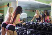 Gym. Athletes admire reflection in mirror — Stock Photo