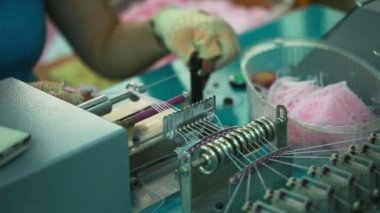 Knitter working for semi-automatic machine — Stock Video