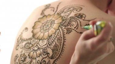 Mehendi. Creating beautiful patterns with henna — Stock Video