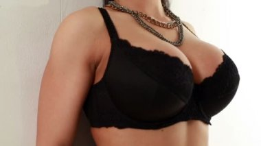 Sexy heiße Frau bewegt sich beim flirten mit jemandem — Stockvideo