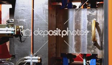 Plastic squeeze molding machine broken during work — Stock Video