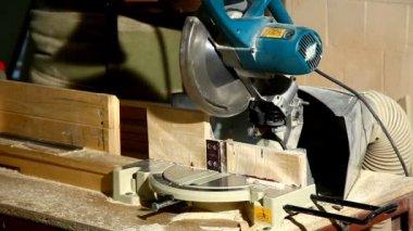 丸鋸の木の詳細の一部をカット — ストックビデオ