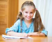 Cute little girl studying — Stock fotografie