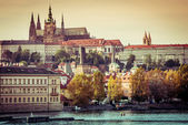 View of old town and Prague castle — Stock Photo