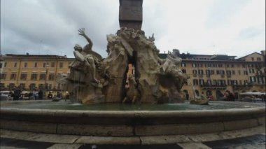 Piazza Navona with fountain — Stock Video