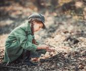 Little girl making a bonfire — Stock Photo
