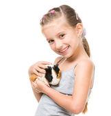 Bambina tenendo una cavia — Foto Stock
