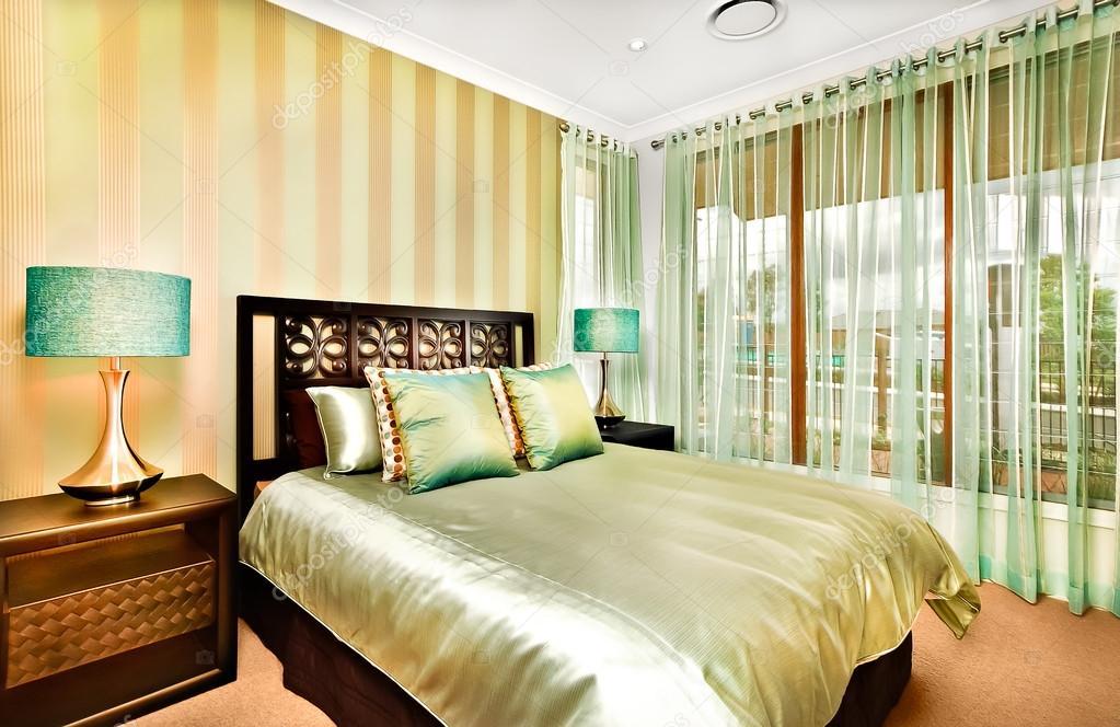 현대 침실 인테리어 장식 고급 스러운 집 — 스톡 사진 © jrstock1 ...