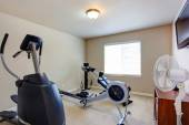 Room with exercise equipment — Stockfoto