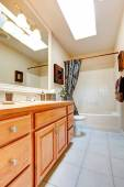 Bathroom interior in new american house — Stock Photo