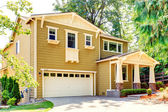 House with walkout basement porch and garage — Stock Photo