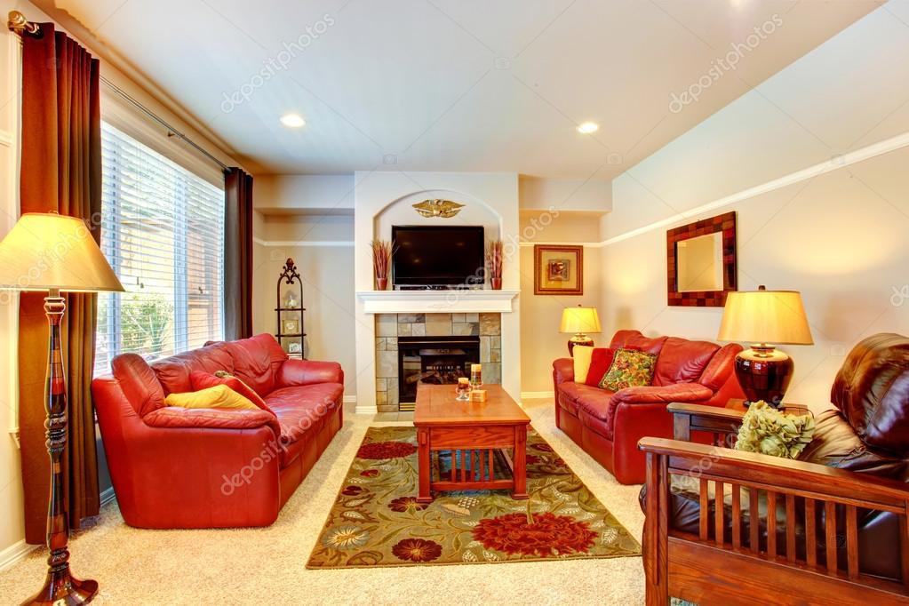 Sala de estar con chimenea y tv en casa de lujo — Foto de stock ...
