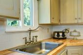 Kitchen cabinet with sink. View of faucet — Stock Photo