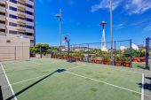 Basketball court. Residential building in downtown, Seattle. Vie — Stock Photo
