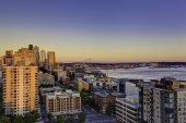 Scenic view of mountain Rainer during sunset. Downtown and port  — Стоковое фото