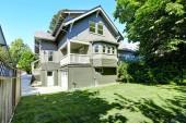 Big house with garage and driveway. Backyard view — Stock Photo