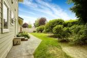 House with backyard garden. Real estate in Federal Way, WA — Stock Photo