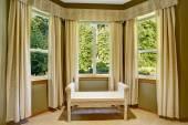 Runt hörn med fönster och korgvide Osmanska — Stockfoto