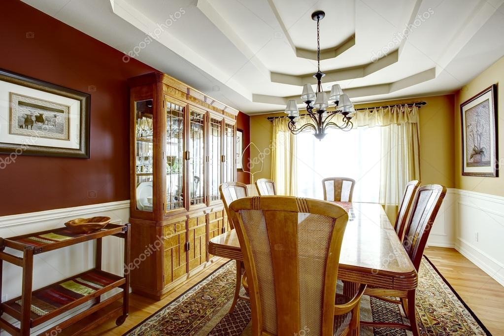 Sala da pranzo con pareti di colore di contrasto foto stock iriana88w 52980419 - Pareti sala da pranzo ...