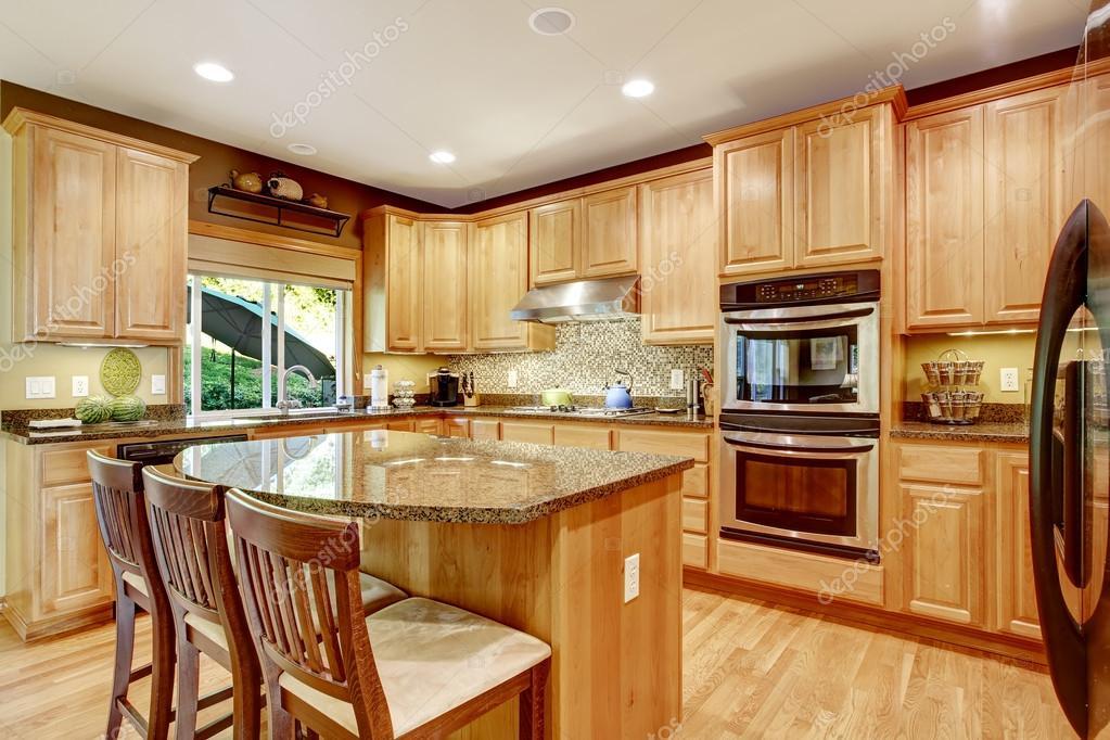 Habitaci n moderna cocina con isla y granito encimeras - Cocinas con encimera de granito ...