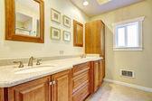 Bathroom storage combination — Zdjęcie stockowe
