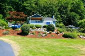 House with beautiful curb appeal. Port Orchard town, WA.  — Stock Photo