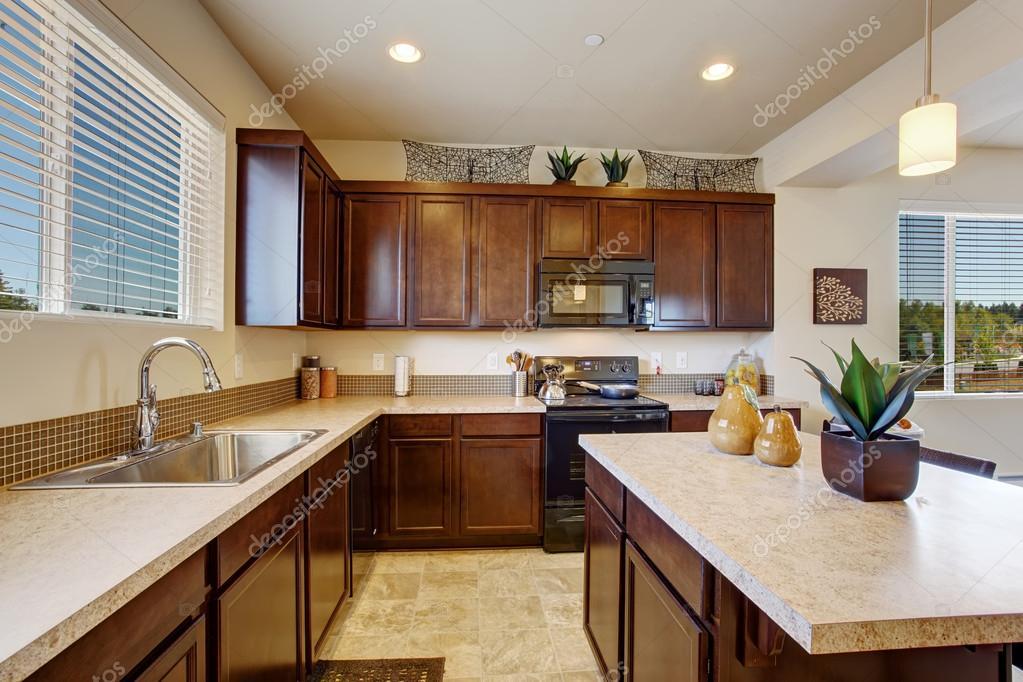 Sala moderna elegante cocina con isla foto de stock for Cocina sala comedor juntos
