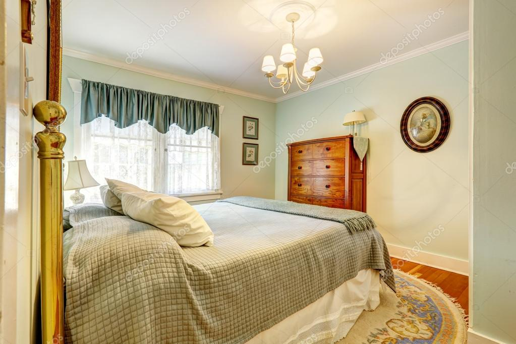 Schlafzimmer Einrichtung in hellen Minze Farben — Stockfoto ...