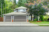 Classic american house with two car garage and driveway — Stock Photo