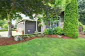 Front yard landscape design — Stock Photo