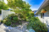 Landscape design with stone walkway. Real estate in Washington — Stock Photo