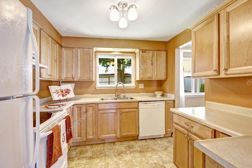 Nuevos gabinetes de cocina con electrodom sticos blancos for Gabinetes de cocina blancos