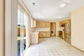 Contryside house interior. Kitchen room with exit to backyard ar — Stock Photo
