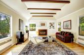 Vaulted ceiling with  brown beams in living room — Stock Photo